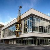 Екатеринбургский театр юного зрителя афиша шоу кривое зеркало купить билеты